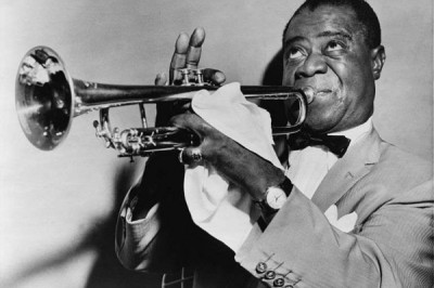 The improvisation between the musicians activated areas of the brain linked to syntactic processing for language, called the inferior frontal gyrus and posterior superior temporal gyrus. In contrast, the musical exchange deactivated brain structures involved in semantic processing, called the angular gyrus and supramarginal gyrus. This is a picture of jazz legend, Louis Armstrong. Credit Library of Congress Prints and Photographs Division, New York World-Telegram and the Sun Newspaper Photograph Collection.